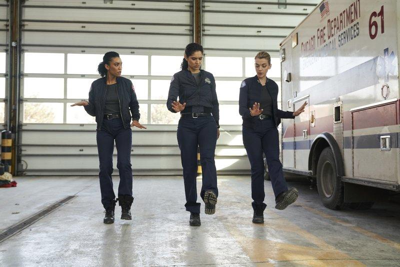 Pictured: (l-r) Emily Foster (Annie Ilonzeh), Stella Kidd (Miranda Rae Mayo), Sylvie Brett (Kara Killmer) – Bild: Universal TV