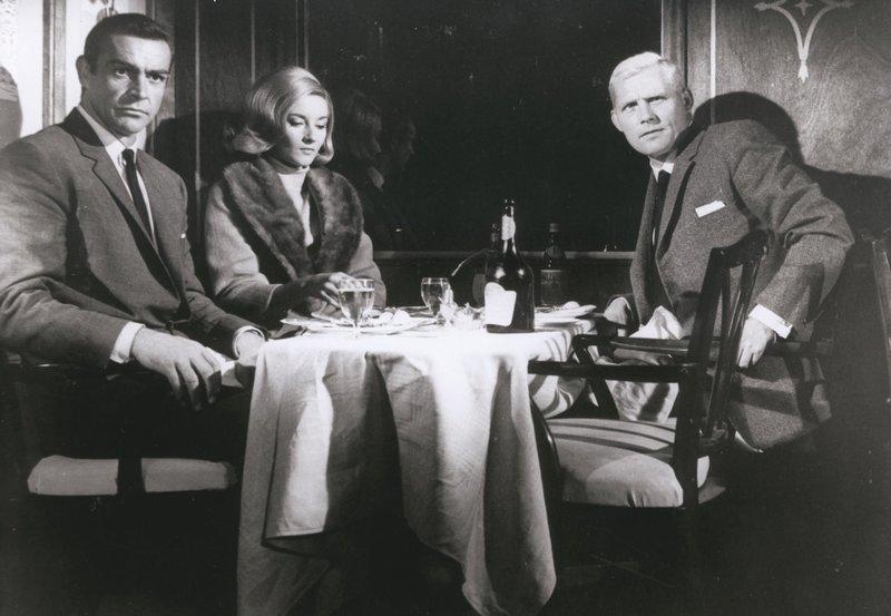 James Bond 007 - Liebesgrüsse aus Moskau Im Zug nach Istanbul: Sean Connery als James Bond, Daniela Bianchi als Tatiana Romanova, Robert Shaw als Red Grant – Bild: SRF/Metro-Goldwyn-Mayer Studios Inc.