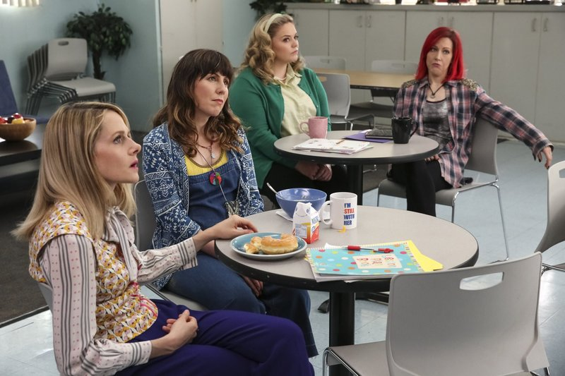 L-R: Mary Louise Bennigan (Katie O'Brien), Cecelia Cannon (Caitlin Barlow), Caroline Watson (Kate Lambert), Deb Adler (Kathryn Renée Thomas) – Bild: Comedy Central