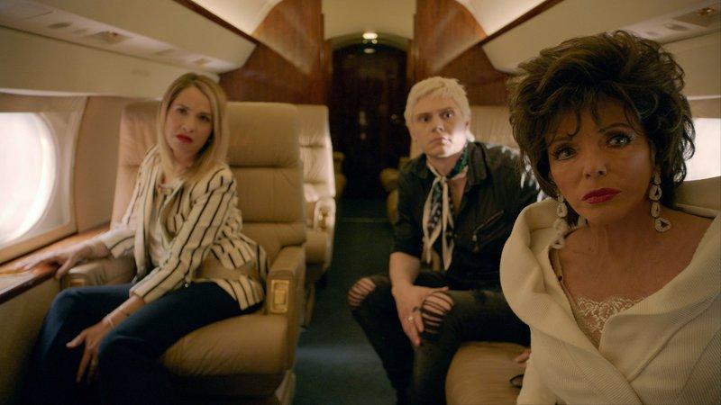 L-R: Leslie Grossman as Coco St. Pierre Vanderbilt, Evan Peters as Mr. Gallant and Joan Collins as Evie Gallant – Bild: FOX