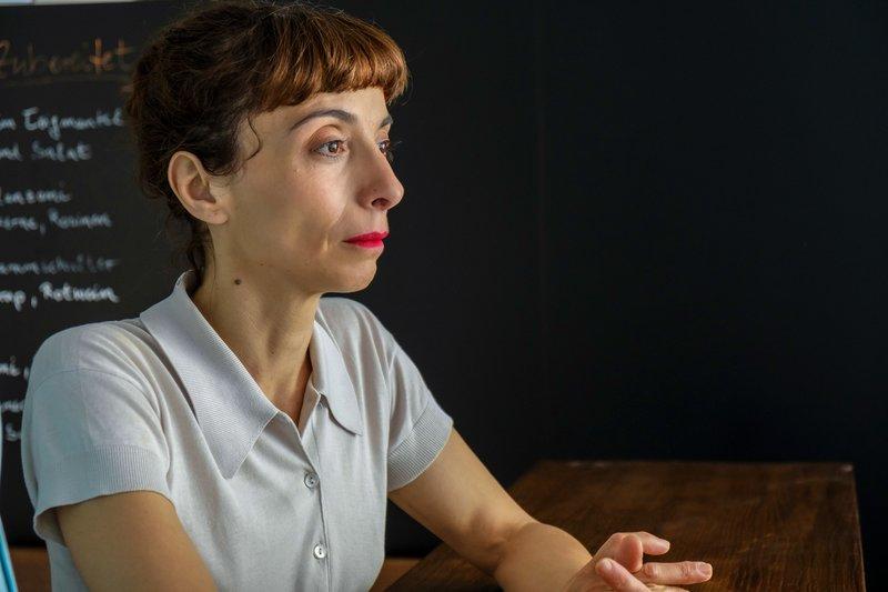 Psychiaterin Dr. Erika Pielach (Ruth Brauer-Kvam). – Bild: One