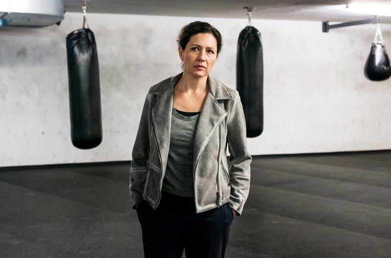 Delia Mayer als Kommissarin Liz Richard – Bild: ARD Degeto/SRF/Daniel Winkler