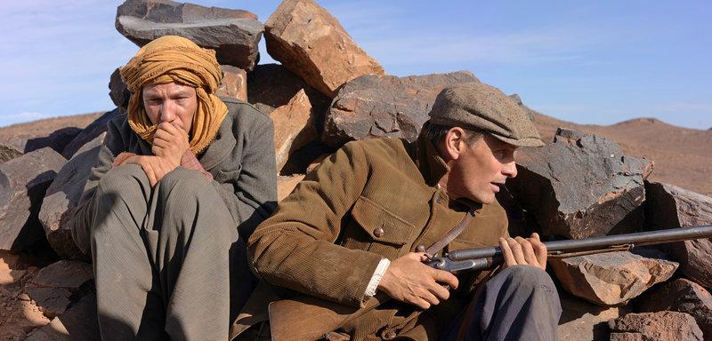 Mohamed (Reda Kateb, l.) und Daru (Viggo Mortensen) verstecken sich vor ihren Verfolgern. – Bild: WDR/Arsenal Filmverleih