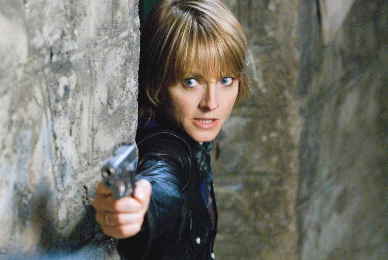 Nachdem ihr Verlobter bei einem nächtlichen Überfall brutal ermordet wurde, wandelt sich Erica Bain (Jodie Foster) von einem eher friedfertigen Mitbürger zu einem gnadenlosen Racheengel ... – Bild: ATV II