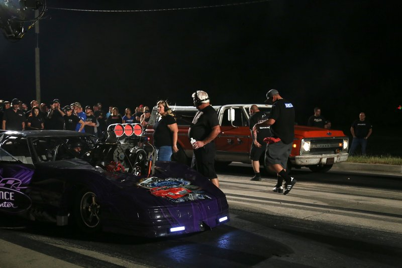 Wayne and Farmtruck ready themselves at the starting line. – Bild: Discovery Communications, LLC