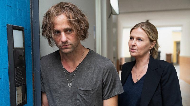 Die Chefin Fremder Sohn Florian Stetter als Christian Probst, Katharina Böhm als Vera Lanz SRF/ZDF/Michael Marhoffer – Bild: SRF1