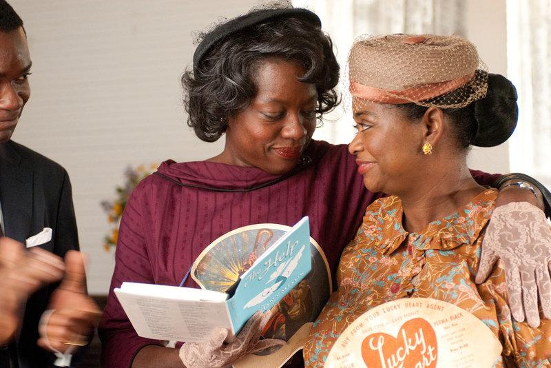 L-R: Minny Jackson (Octavia Spencer) und Aibileen Clark (Viola Davis) – Bild: Dreamworks Studios and Participant Media. All rights reserved. Lizenzbild frei