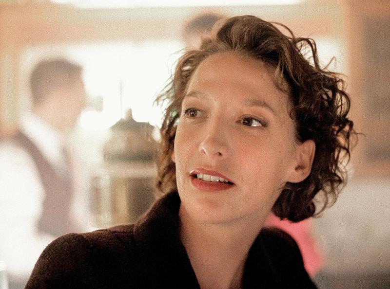 Die Polizistin Marion (Niki Greb) ist Julias beste Freundin und Vertraute. – Bild: MDR/WDR/Martin Lässig