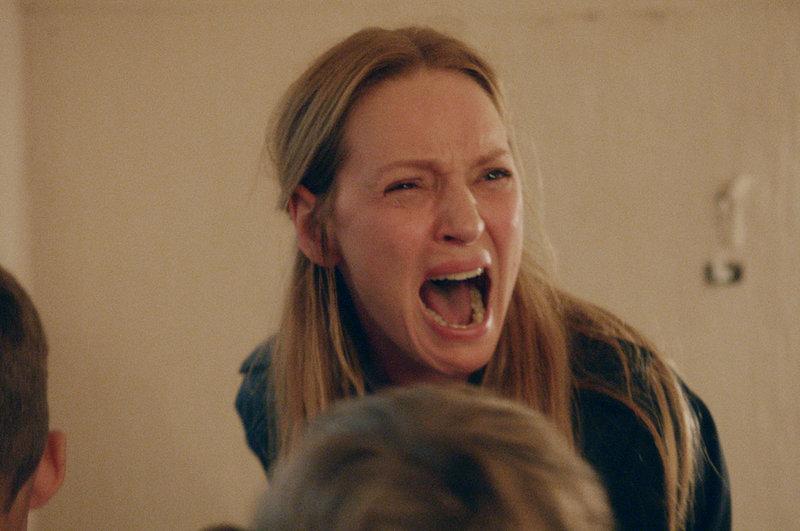 Mrs. H (Uma Thurman) versucht mit allen Mitteln, ihren verloren geglaubten Mann zurückzugewinnen. – Bild: ZDF und Christian Geisnæs