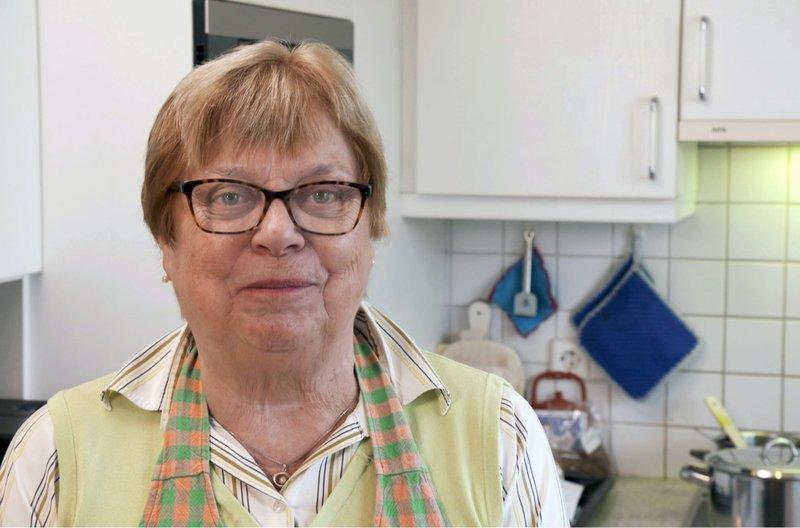 Lydia Schanz kocht Indisches Knusperhähnchen in würziger Marinade und Schmorgemüse. – Bild: SWR/megaherz/Matthias Koßmehl