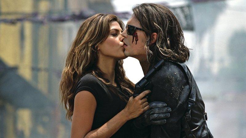 Ajedrez (Eva Mendes) und Sands (Johnny Depp)Ajedrez (Eva Mendes) und Sands (Johnny Depp) – Bild: RTL II