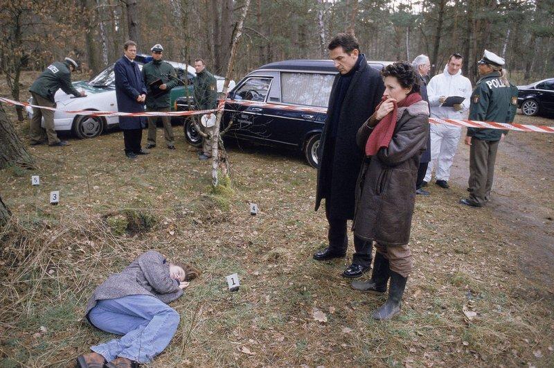 Anika Walberg (Stephanie C. Koetz), Becker (Delia Mayer), Born (Hans-Werner Meyer) – Bild: TVNOW Foto: TVNOW