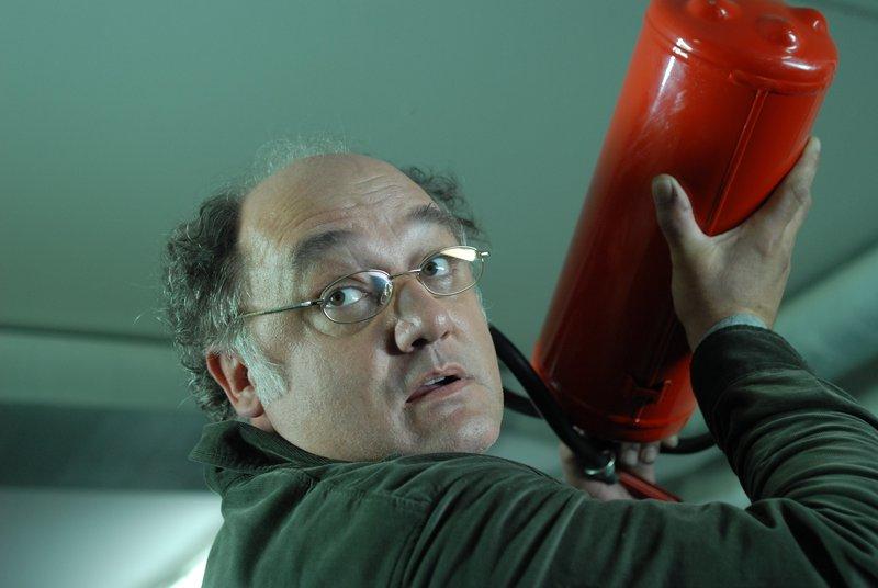 Michael Vielmetti (Karl Fischer) wehrt sich gegen eine heftige Attacke. – Bild: ZDF und Bernd Schuller