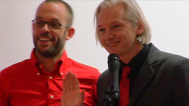 Julian Assange (r.) und Daniel Domscheit-Berg (l.), seine rechte Hand bei WikiLeaks. – Bild: ZDF und Maryse Alberti