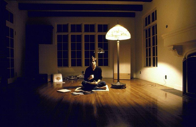WOODSIDE, CA - DECEMBER 15: CEO of Apple Steve Jobs sits at his home in Woodside, CA on December 15, 1982. – Bild: S1 / Diana Walker/SJ/NGC