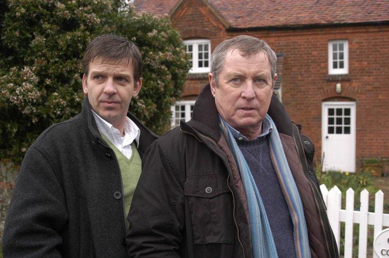 DS Ben Jones (Jason Hughes, l.) und DCI Tom Barnaby (John Nettles, r.). – Bild: RTS 1