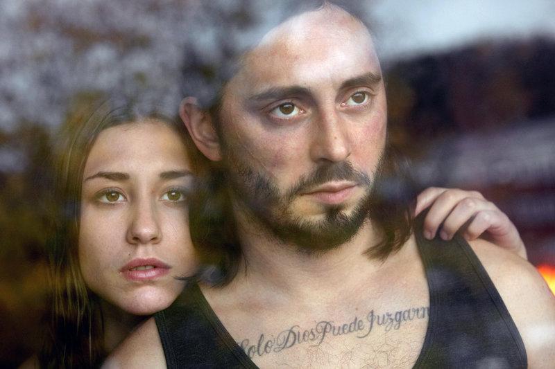 Jorge (Matias Varela) und seine Freundin Nadja (Madeleine Martin) – Bild: ZDF / © Lena Garnold