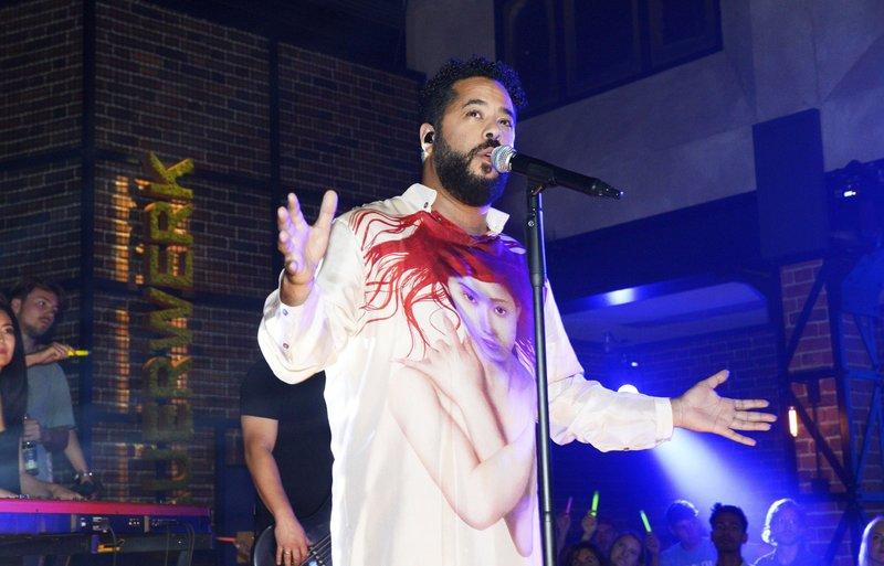 Der Pop-Musiker Adel Tawil gibt ein Konzert im Mauerwerk. – Bild: TVNOW / Rolf Baumgartner