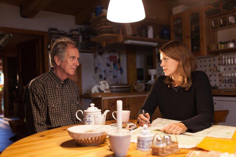 Maris Bächle (Jessica Schwarz) zieht zurück zu Christoph Bächle (Peter Prager). Sie hat immer wieder schlimme Albträume aus ihrer Vergangenheit. – Bild: ZDF und Maria Wiesler