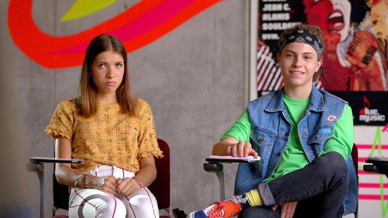 L-R: Emily (Nevena Schöneberg), Milan (Simon Zeller) – Bild: Nickelodeon