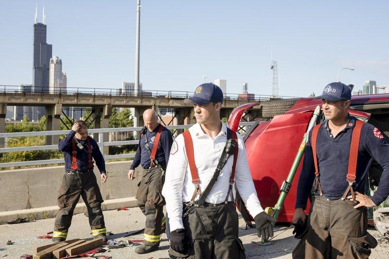 Pictured: (l-r)Matthew Casey (Jesse Spencer), Lt. Kelly Severide (Taylor Kinney) – Bild: 2019 NBCUniversal Media, LLC/NBC/NBC