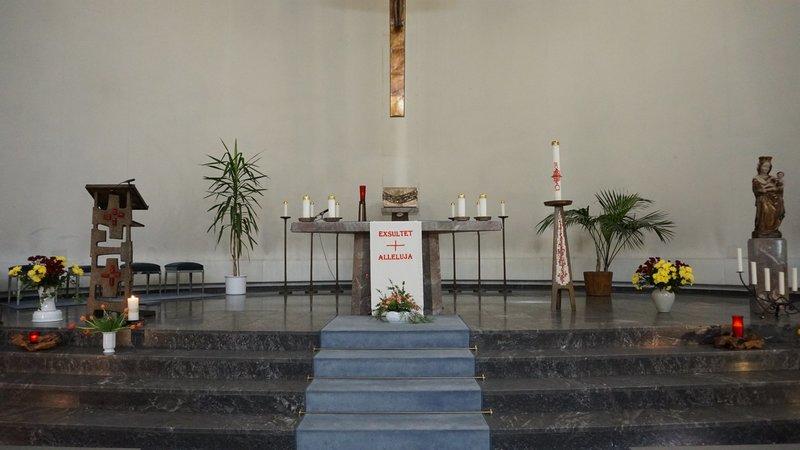Der Sonntagsgottesdienst wird aus der Kapelle des Sankt Katharinen-Krankenhauses in Frankfurt am Main ausgestrahlt. – Bild: ZDF und Anja Wonner.