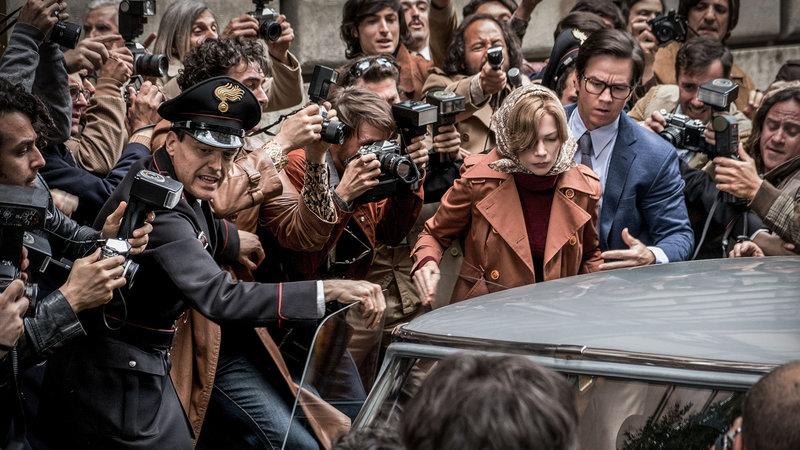 Alles Geld der Welt Michelle Williams als Gail Harris (Mitte links), Mark Wahlberg als Fletcher Chace (Mitte rechts) SRF/2017 ALL THE MONEY US, LLC. – Bild: SRF2