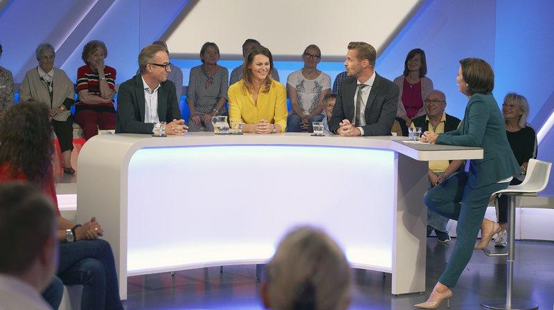 """Zu Gast bei Sandra Maischberger (r): v.l.n.r. Jan Fleischhauer (""""Focus""""-Kolumnist""""), Anja Reschke (ARD-Moderatorin,""""Panorama""""), Florian Schroeder (Kabarettist) – Bild: WDR/Melanie Grande"""