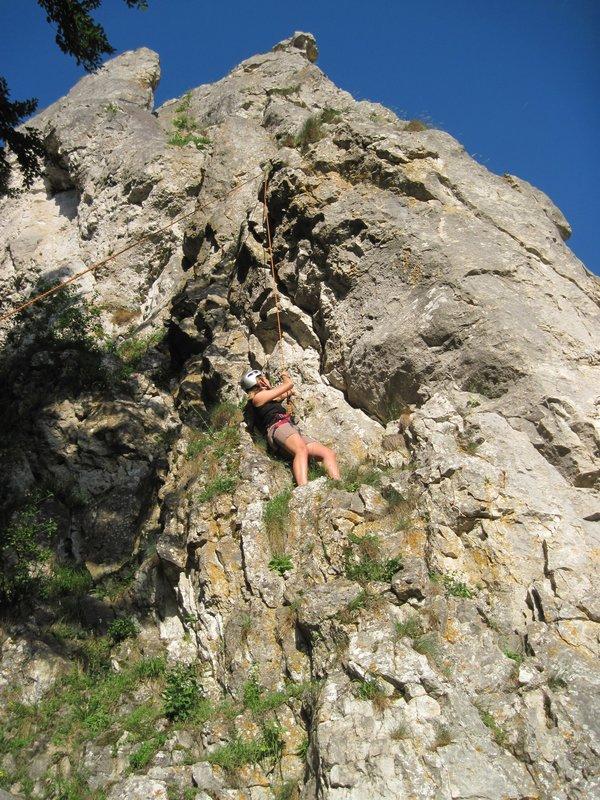 Am Dollnstein - ein aufregendes Kletterabenteuer für Kathrin Mayer. – Bild: BR/Erich Reißig
