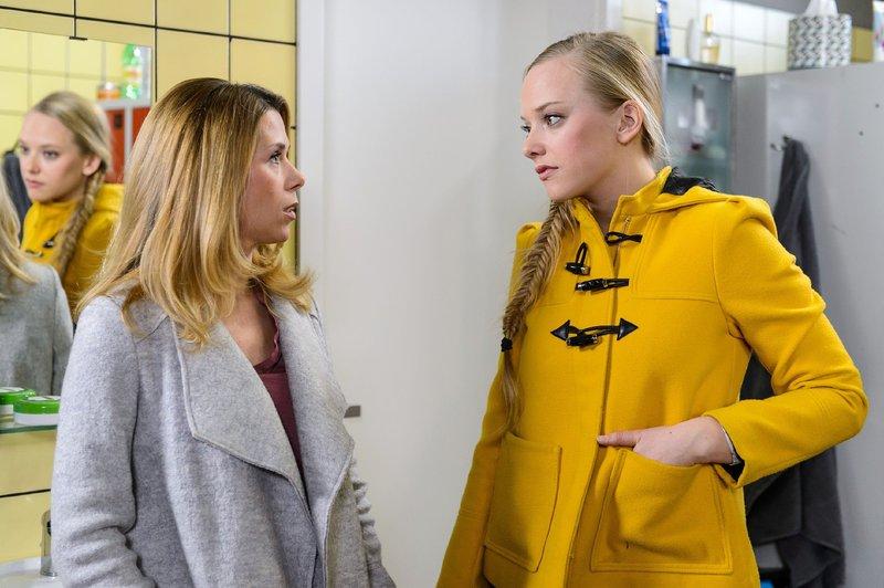 Diana (Tanja Szewczenko, l.) und Marie (Judith Neumann) sind fassungslos, dass Marie der Meistertitel aberkannt wurde - doch ihnen wird schnell klar, wem sie den Verlust des Meistertitels zu verdanken haben... – Bild: RTL Passion