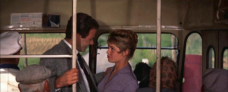 Antoine Tardieu (Christian Marquand, l.); Juliete Hardy (Brigitte Bardot, r.) – Bild: 1956 - TF1 DROITS AUDIOVISUELS Lizenzbild frei