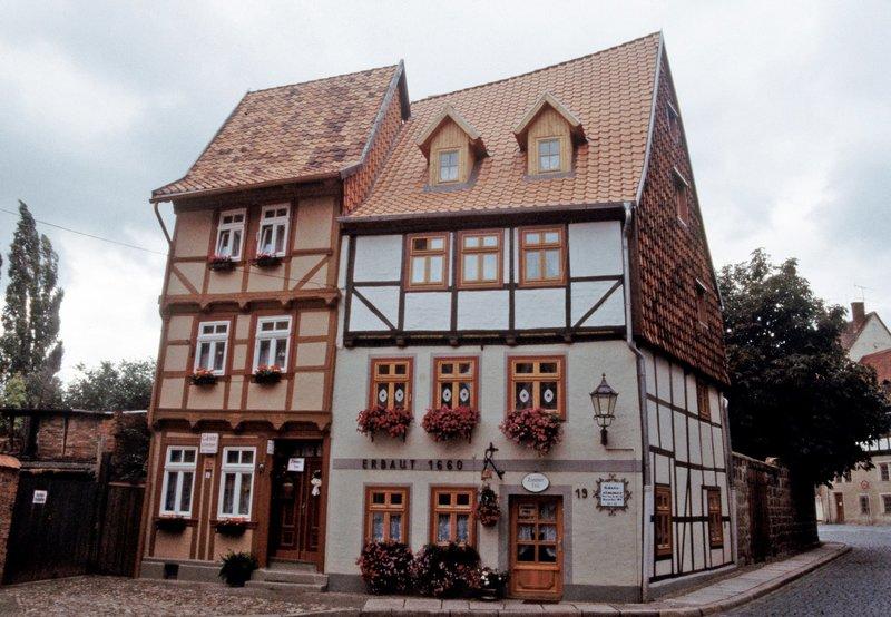Die Altstadt von Quedlinburg - Hohe Straße. – Bild: BR/SWR/Frank Hense