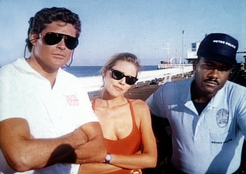 Mitch (David Hasselhoff, l.), Jill (Shawn Weatherly), Garner (Gregory Alan Williams) – Bild: Nitro.