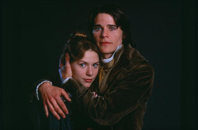 Valjeans Adoptivtochter Cosette (Claire Danes) verliebt sich in den Aristokraten Marius (Hans Matheson). – Bild: Sony