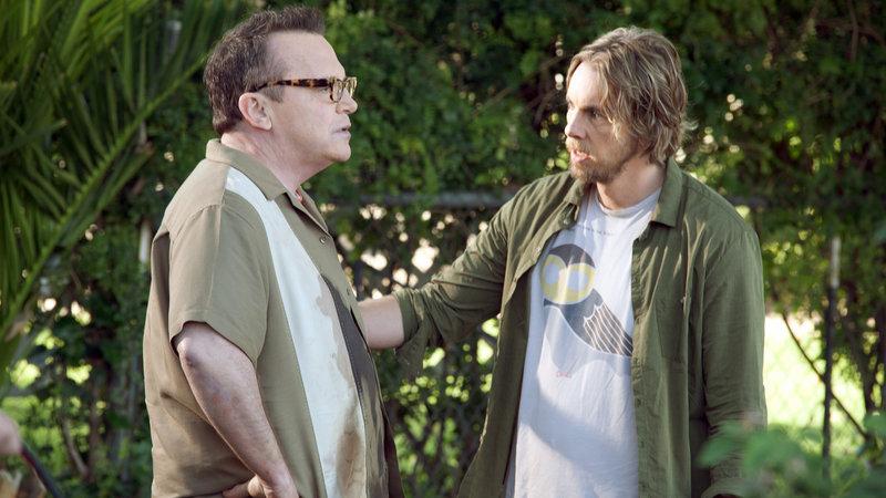 Charlie (Dax Shepard, re.) mit seinem 'Aufpasser' Randy (Tom Arnold, li.) – Bild: RTL II
