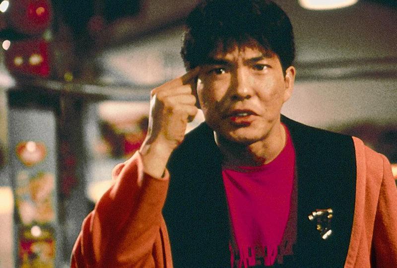 Cheng(Yuen Biao) ist sauer, weil eine Fabrik der Drogenmafia die Fischfarm seiner Chefin bedroht. Im Kampf gegen die skrupellose Umweltverschmutzer setzt der erstklassige Kung-fu-Kaempfer die Faeuste ein. – Bild: kabel eins Classics