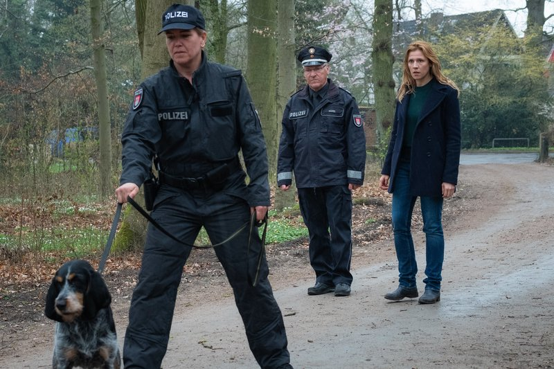 Wo ist Maja: Kommissarin Grosz (Franziska Weisz) macht sich Sorgen. – Bild: One