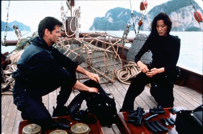 James Bond - Tomorrow Never Dies Pierce Brosnan Michelle Yeoh – Bild: ATV