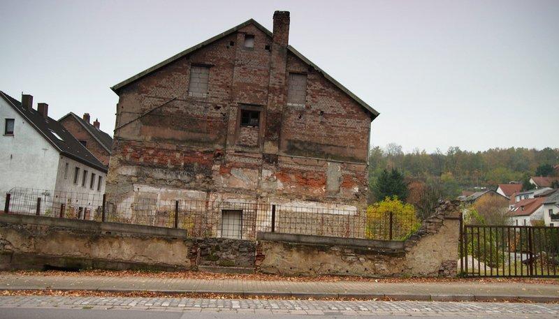 Nebenwirkung des Bergbaus - Ganze Häuser sacken ab. – Bild: SWR/Tilman Büttner
