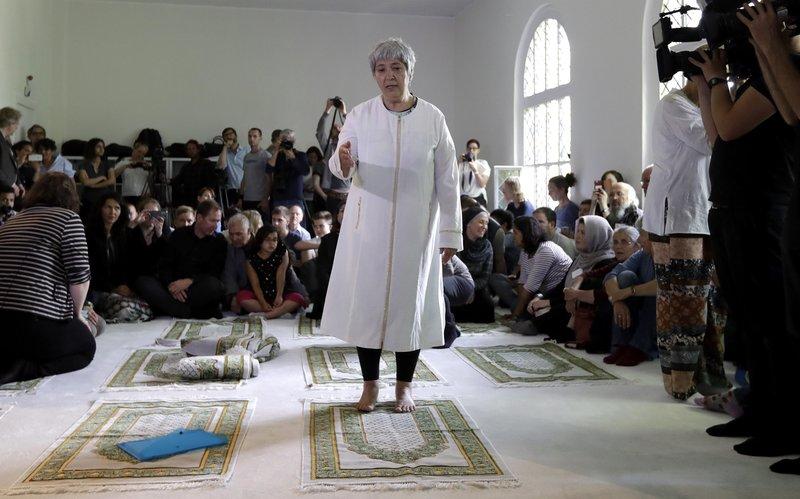 Seyran Ates ist Gründerin, der ersten liberalen Moschee, der Ibn-Rushd-Goethe-Moschee in Berlin. In der Moschee beten und predigen Frauen und Männer gleichberechtigt. – Bild: ZDF und Michael Sohn.