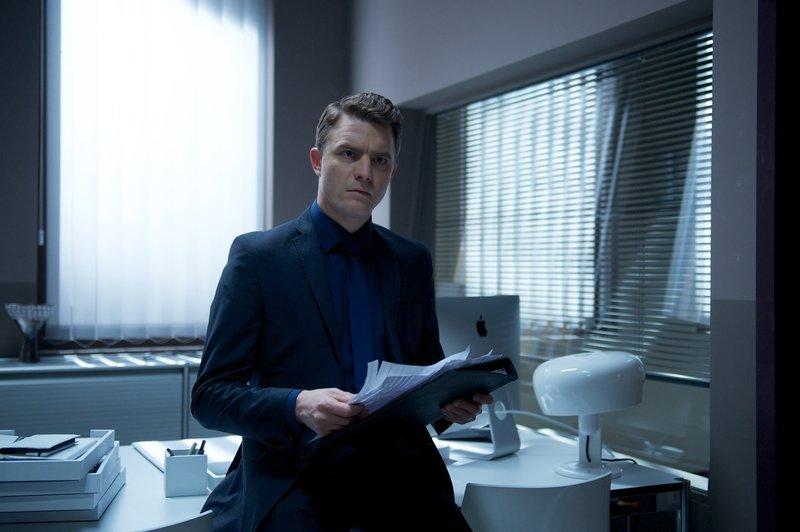 Tom (Friedrich Mücke) versinkt in Arbeit, während Felix gezwungenermaßen fasten muss ... – Bild: WDR