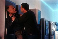 Jason Nichols (Joseph Fuqua, r.) ahnt nicht, dass der alte Mann (Michael Fairman, l.) er selbst ist. – © TM + © 2000 Twentieth Century Fox Film Corporation. All Rights Reserved. Lizenzbild frei