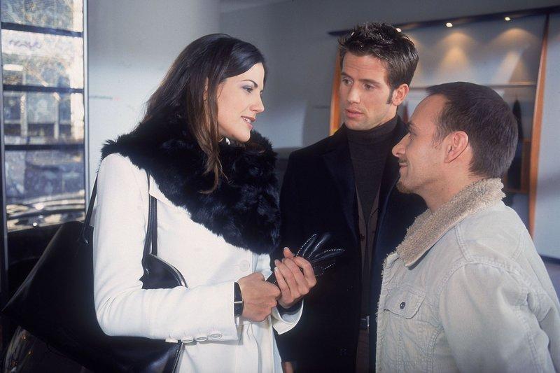 Versicherungsdetektivin Laura (Bettina Zimmermann) ist Semir (Erdogan Atalay, re.) und Jan (Christian Oliver) immer einen Schritt voraus. Können die zwei ihr trauen? – Bild: RTL Crime