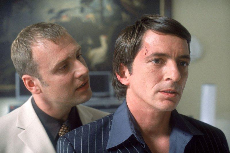 Roth (Christoph Grunert, li.) stellt Heller (Stefan Gebelhoff) zur Rede. Heller soll ihm endlich Informationen liefern... – Bild: RTL Crime