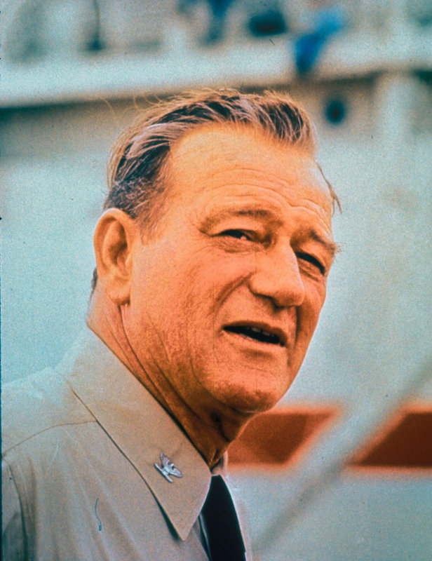 Kapitän Rockwell Torry (John Wayne) führt ein Kommando an, dass den Angriff auf Pearl Harbor rächen soll ... – Bild: kabel eins Classics