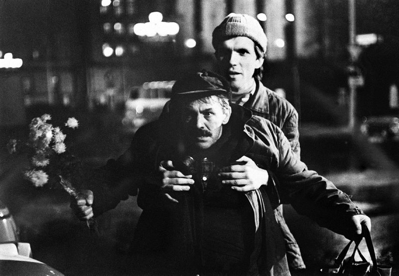 MDR Fernsehen DIE WEIHNACHTSKLEMPNER, am Donnerstag (20.12.12) um 23:40 Uhr. Daniel Minetti als Frank und Ulrich Thein als Martin. – Bild: MDR/DRA