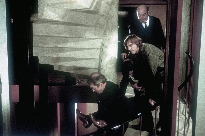 Wohin mit der Leiche? Der Serienmörder (Jean Carmet, li.), Alphonse Tram (Gérard Depardieu) und Polizeiinspektor Morvandieu (Bernard Blier, hinten) müssen heikle Probleme lösen. – Bild: ARTE France / © 1979 Studiocanal-Victor Rodrigue