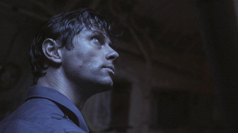 nachgestellte Szenen: Vasili Arkhipov gespielt von Leon Ockenden. – Bild: arte