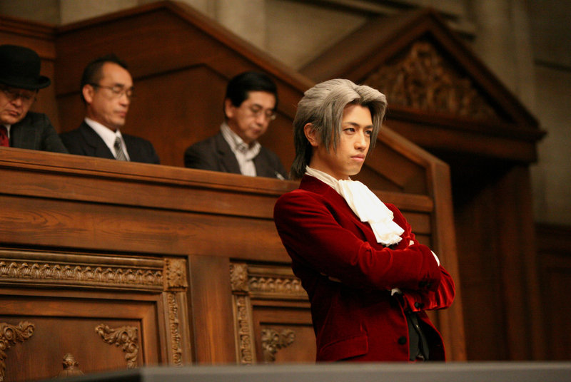 Als Phoenix Wrights Gegner tritt sein ehemaliger Freund Miles Edgeworth (Takumi Saitô) auf. – Bild: Koch Media
