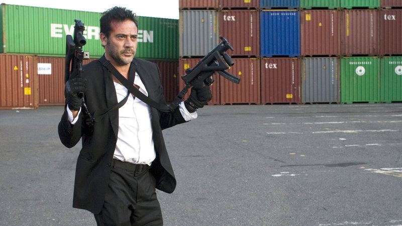 Clay (Jeffrey Dean Morgan) ist der Leiter einer Eliteeinheit – Bild: RTL Zwei